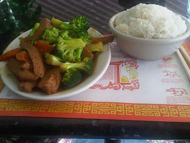 Vegetarian beef with broccoli